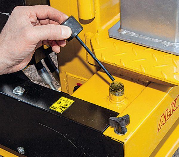 Al-ko LHS 6000 nem påfyldning af hydraulikolie på brændeflækkeren